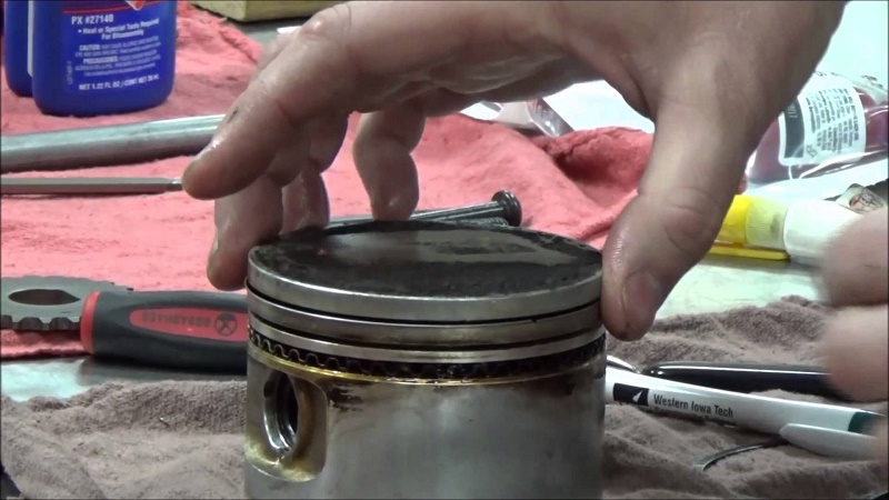 How do piston rings work