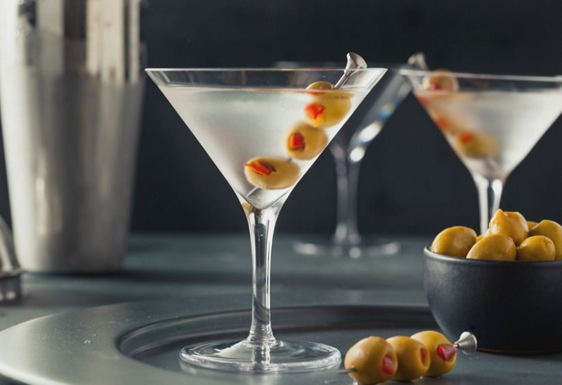 discover cocktails with alcohol