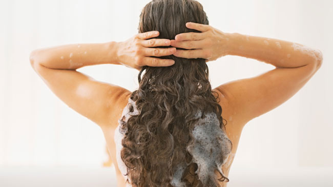 wash curly hair