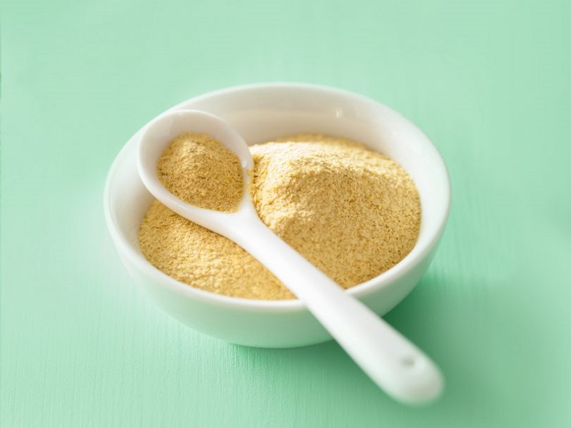 WHAT IS NUTRITIONAL YEAST AND WHAT ARE ITS BENEFITS?