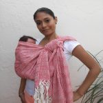 How to choose a suitable babywearing to carry your baby