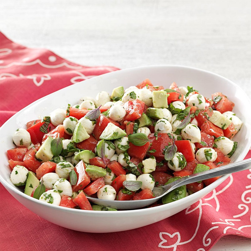 Recipes with tomato: salads, single dishes and the vegetable nut with the skins
