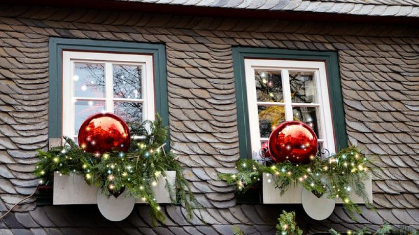 Brighten Up Your Home and Garden with Low-cost Christmas Decorations
